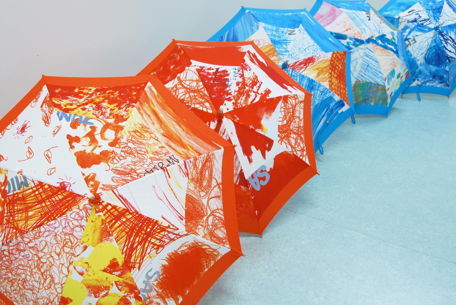 ホスピタルアート 四国こどもとおとなの医療センター 「いろんな空色パラソル」