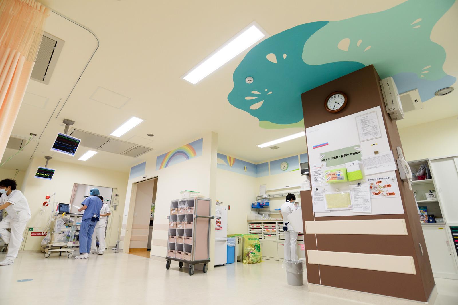 ホスピタルアート 耳原総合病院 手術室前壁画「見守りの樹」