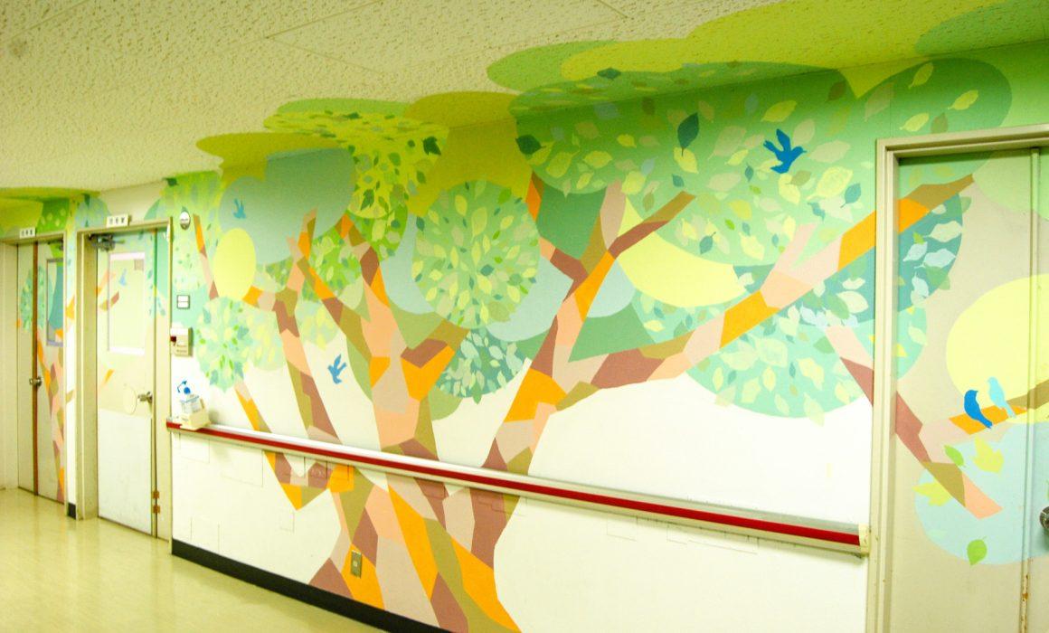 ホスピタルアート 香川小児病院 壁画「パッチワークの樹と青い鳥たち」