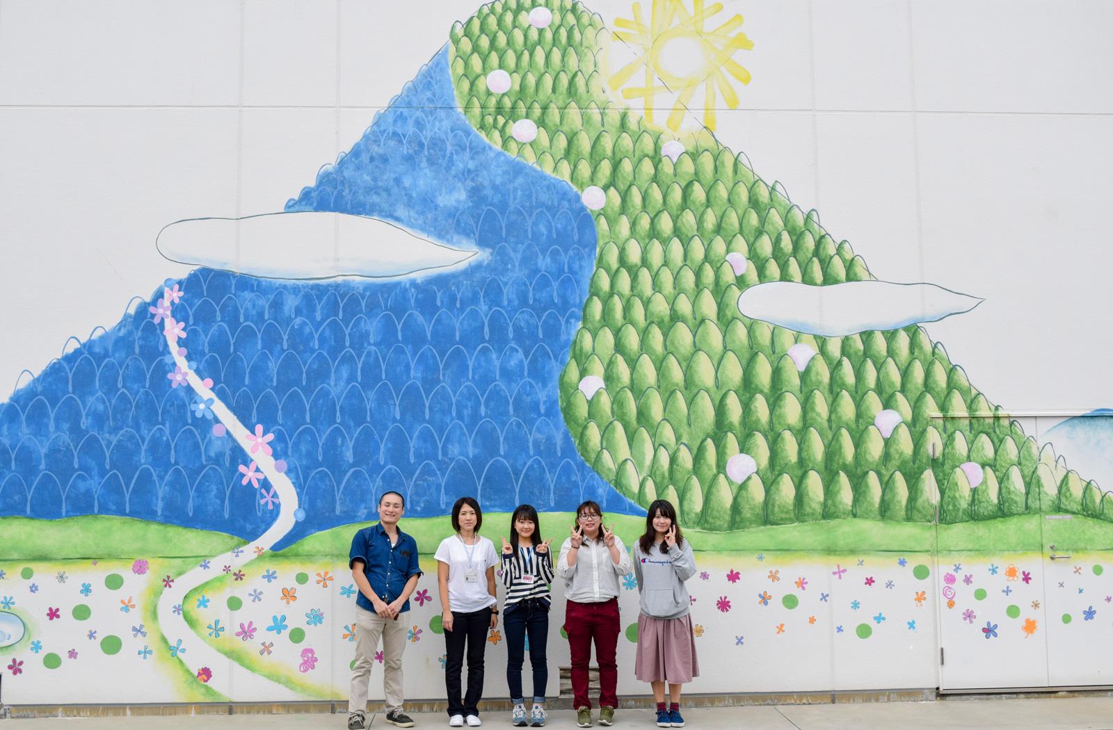 ホスピタルアート 四国こどもとおとなの医療センター 壁画「はなの和」